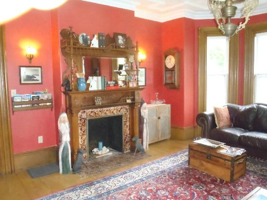 A Seafaring Maiden Bed and Breakfast : Living Room