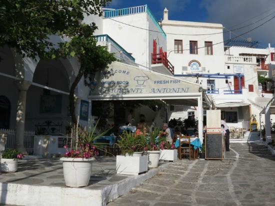 Taverna Antonini: Antonini Taverna at Manto Square in Mykonos Town