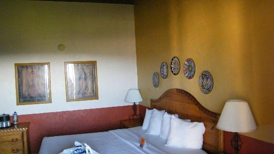 Esplendor Resort at Rio Rico: king bed room