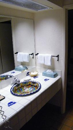 Esplendor Resort at Rio Rico: sink area