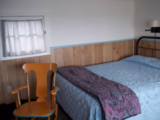 Bob's Cabins on Lake Superior's North Shore: view inside room
