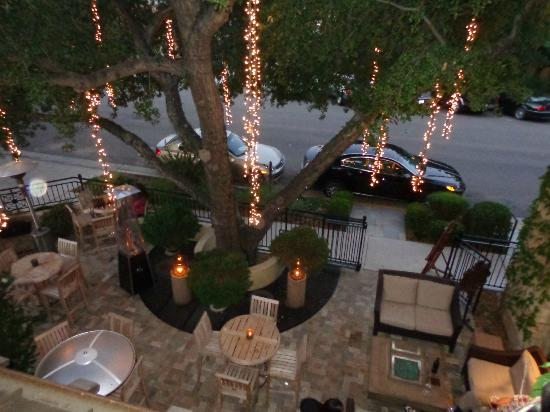 Hotel Cheval: View from upstairs looking down on outside area of Pony Bar