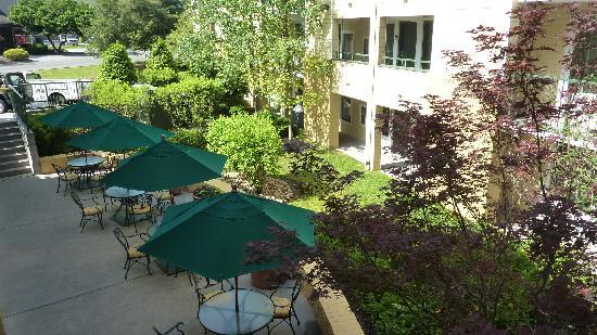 Econo Lodge Riverside : Ambiance terrasse extérieure