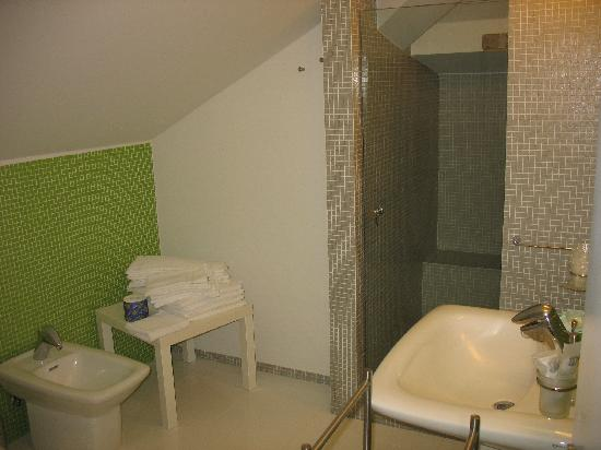 The House of the Poet Etna: Un bagno in camera