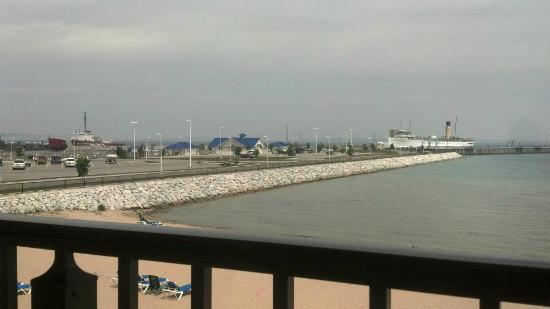 BEST WESTERN PLUS Dockside Waterfront Inn: Looking out from the balcony