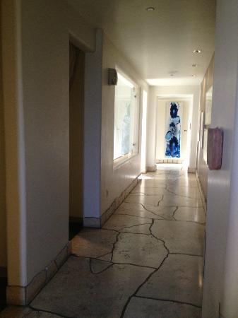 Waldorf Astoria Spa: Niwa's tranquil hallway