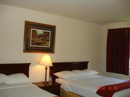 Best Western Amador Inn: Two queen beds room 214