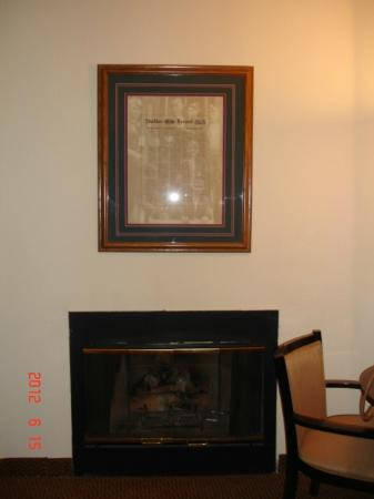 Best Western Amador Inn: Fireplace room 214