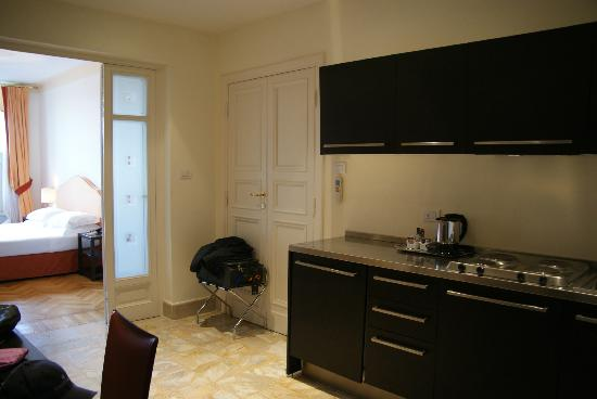 Antica Torre di Via Tornabuoni: Full kitchen in room 302