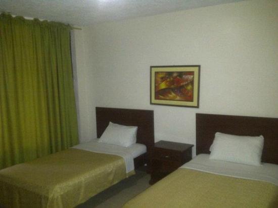 Hotel Vanessa: HABITACION DONBLE VISTA A LA CALLE