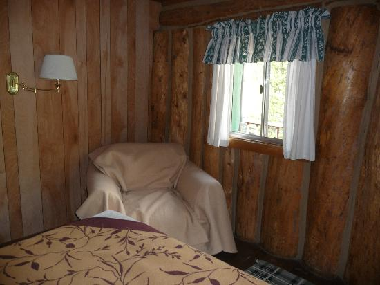 Tioga Pass Resort: motel room 4