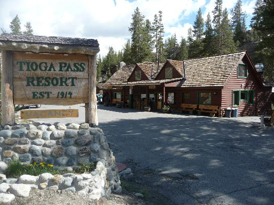 Tioga Pass Resort: Looking south from highway 120 at main buildings