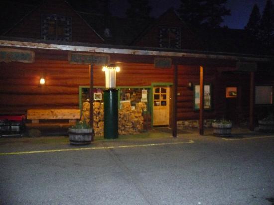 Tioga Pass Resort: Night view of main building