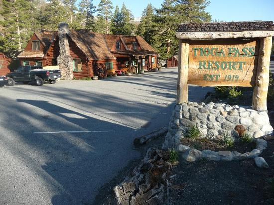 Tioga Pass Resort: main entrance view from north of main building