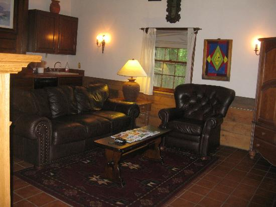 Pilot Knob Inn: Cozy Livingroom