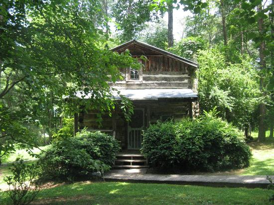 Pilot Knob Inn: Cabins set in the woods