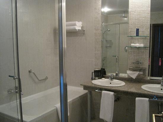 Melia Grand Hermitage: Bathroom