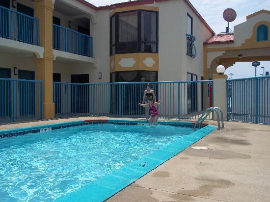 Baymont Inn & Suites Franklin: Fun at the pool