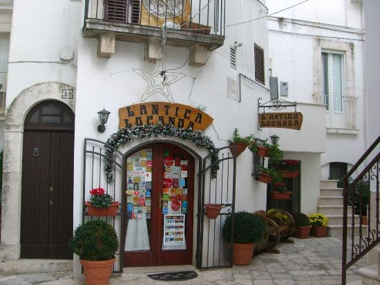 Ночи, Италия: The entrance is as charming, as the food is delicious!