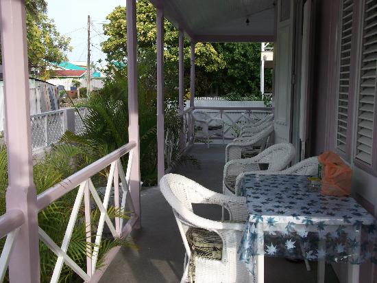Beach Guest-house Cleverdale: Front porch used by guests in main house