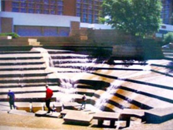 Days Inn Benbrook Fort Worth Area: Fort Worth Water Gardens