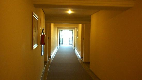 Continental Inn Hotel: pasilllo
