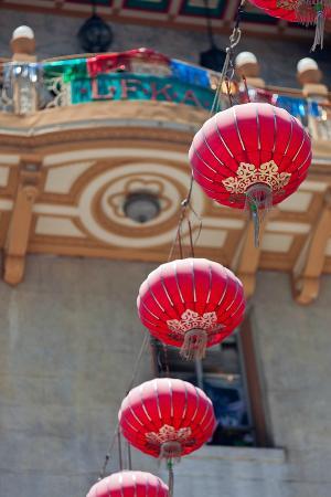 Photo Tours of San Francisco Day Tours : Hanging lanterns in Chinatown