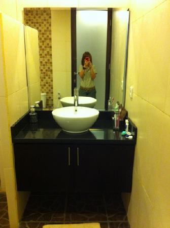 Arman Villas Seminyak: Bathroom