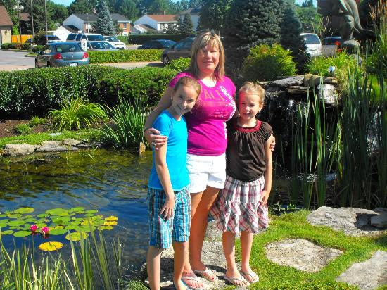 Southway Hotel: The girls and I by the small pond in front of the hotel.