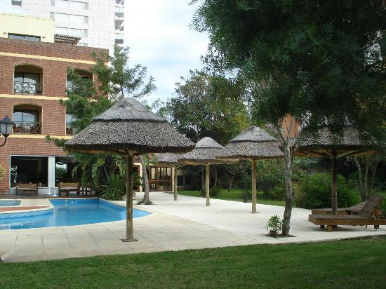 La Foret: Estar y piscina al aire libre