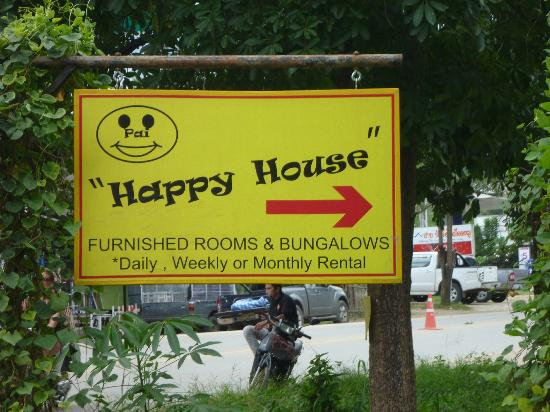 Happy House Backpackers Pai: This way to fun!