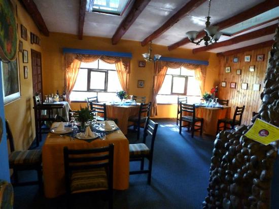 San Jorge Eco-Lodge & Botanical Reserve: Dining area with bird paintings by owner
