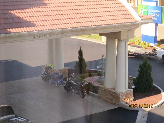 Holiday Inn Express Hotel & Suites Tucumcari: They allowed my motorcycle at the front door overnight.