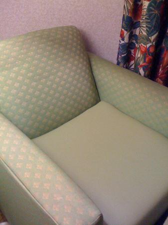 Holiday Inn Express Findlay: Dirty chair with fake leather seat covering. Gross.