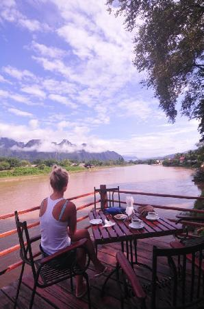 River Spirit: breakfast by the river