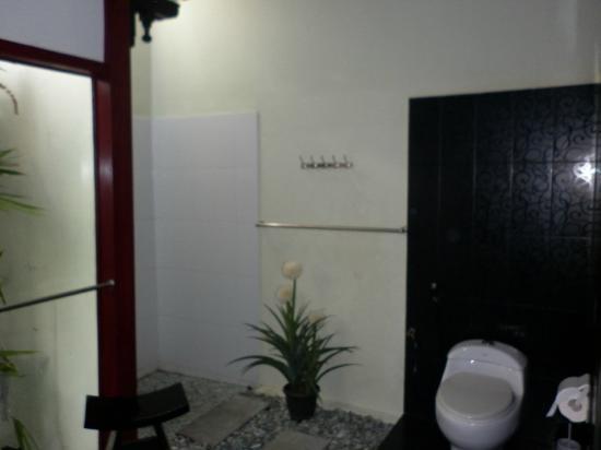 Bonsai Villas: Bathroom