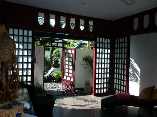 Bonsai Villas: Looking outside from villa