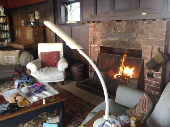 Karbeethong Lodge: open fire in lounge