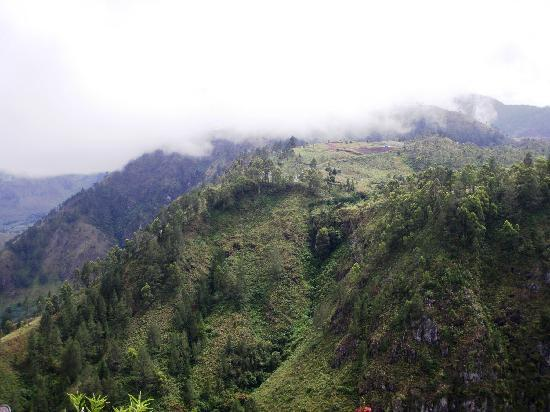 Kabanjahe, Ινδονησία: Nothern part of Lake Toba to which the waterfall is joint ..
