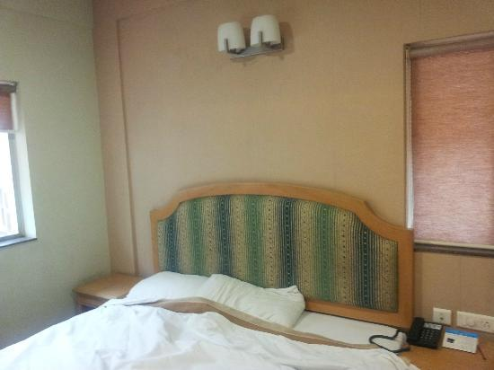 Hotel Sudesh Tower : Bed