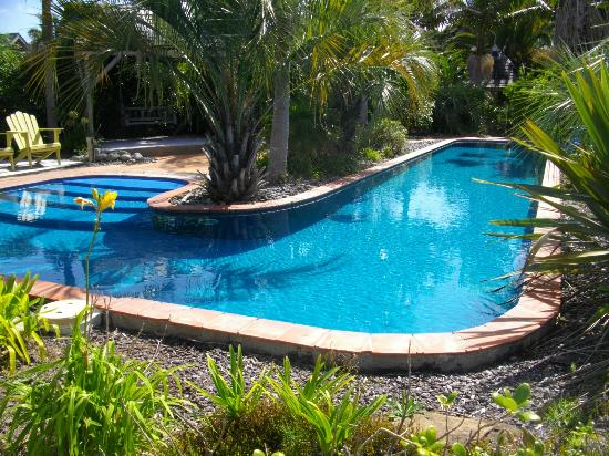 Milestone Cottages: Lovely, if chilly, pool