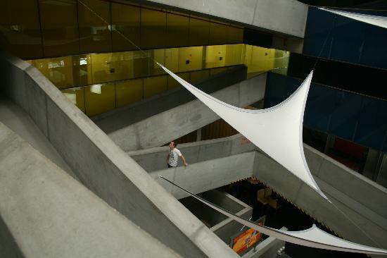 Cube Savognin : interior do hotel com rampas