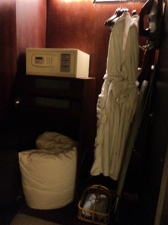 Fraternal Cooperation International: Bathrobes, iron and ironing board, bedroom slippers, extra blanket, safe box.