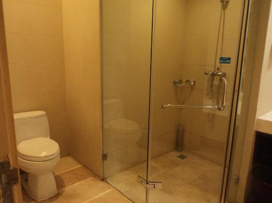 Baihuan Hotel: Shower cubicle