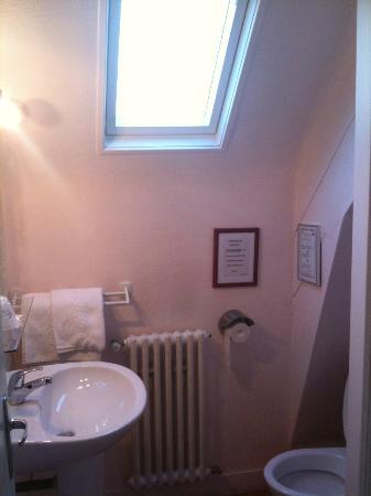 Hotel La Pocatiere: Bathroom