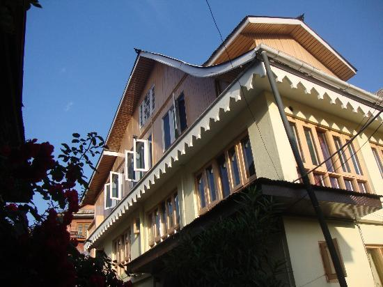 Hotel JH Bazaz (Happy Cottage): happy cottage, side view
