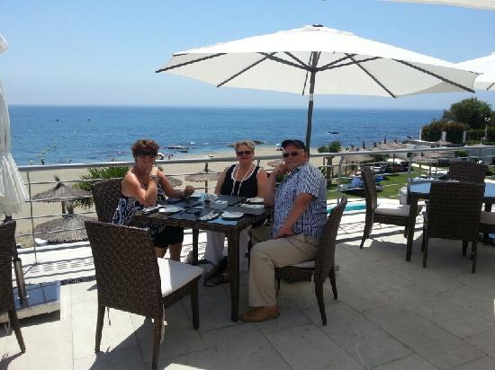 Avanto: Our table on the terrace