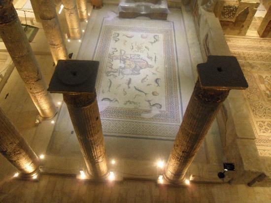 Gaziantep Zeugma Mozaik Müzesi: Yerdeki mozaiklerin üst katttan görünümü