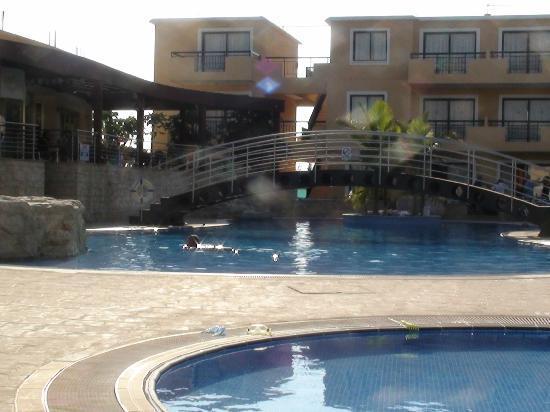 Pagona Hotel Apartments : pool / bar / restaurant