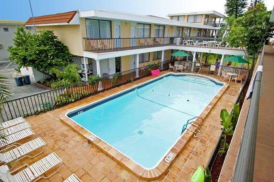 Thunderbird Beach Resort : Outdoor Pool